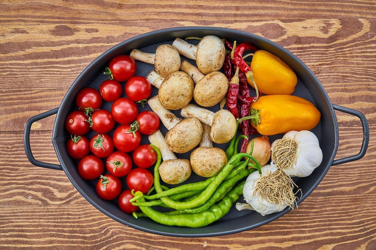 casserole dish, vegetable, tomato